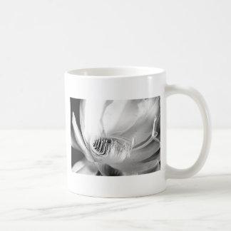 Reina del primer de la noche en blanco y negro taza clásica