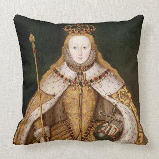 Reina Elizabeth I en trajes de la coronación Cojín