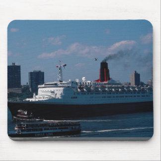 """Reina Elizabeth II del RMS"""", revestimiento marino Alfombrillas De Raton"""