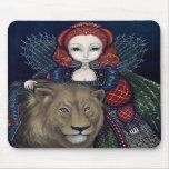 """""""Reina Elizabeth y un león"""" Mousepad Tapete De Raton"""