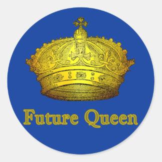 Reina futura con la corona en las camisetas, ropa pegatina redonda