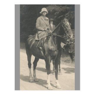Reina futura del caballo de montar a caballo de tarjetas postales