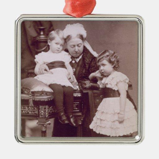 Reina Victoria (1819-1901) con sus nietos, Adorno Navideño Cuadrado De Metal