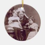 Reina Victoria (1819-1901) con sus nietos, Adorno Navideño Redondo De Cerámica