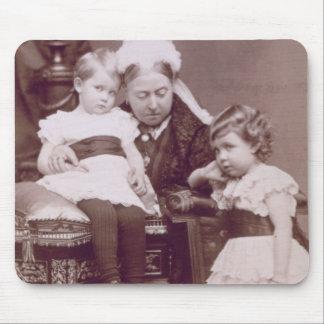 Reina Victoria (1819-1901) con sus nietos, Alfombrillas De Ratones