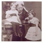 Reina Victoria (1819-1901) con sus nietos, Azulejo Cuadrado Grande