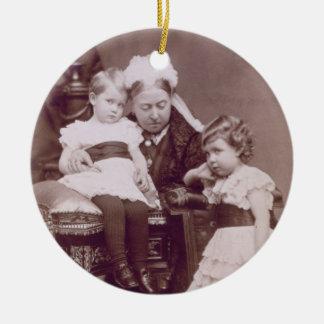 Reina Victoria (1819-1901) con sus nietos, Adorno Redondo De Cerámica