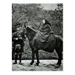 Reina Victoria a caballo en el Balmoral, 1863 Postal