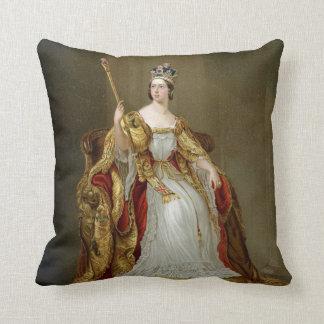 Reina Victoria Cojín Decorativo