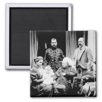 Reina Victoria, Tsar Nicolás II Imán Cuadrado