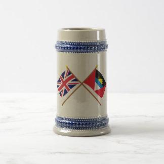 Reino Unido y Antigua y banderas cruzadas Barbuda Taza