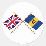 Reino Unido y banderas cruzadas Barbados Pegatina Redonda
