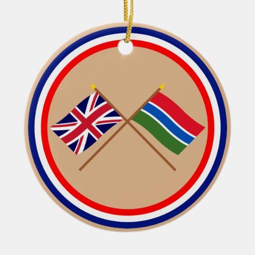 Reino Unido y banderas cruzadas Gambia Adorno Redondo De Cerámica