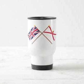 Reino Unido y banderas cruzadas jersey Taza