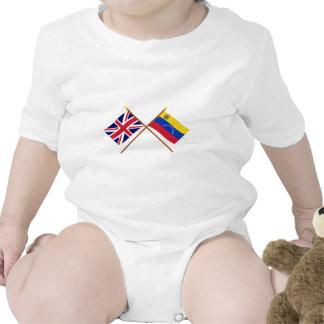 Reino Unido y banderas cruzadas Venezuela Traje De Bebé