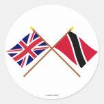 Reino Unido y Trinidad y banderas cruzadas Etiqueta Redonda