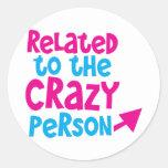 Relacionado con la persona loca pegatina redonda