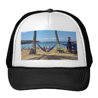 Relajación en una playa de Hawaii Gorros Bordados