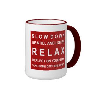 Relaje el rojo y el blanco de motivación del taza de dos colores