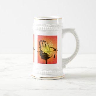 Relaje la playa anaranjada roja del verano de la jarra de cerveza
