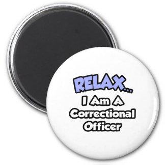 Relájeme… son un oficial correccional imán redondo 5 cm