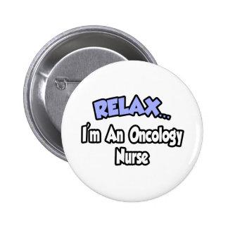 Relájeme… son una enfermera de la oncología pin redondo de 2 pulgadas