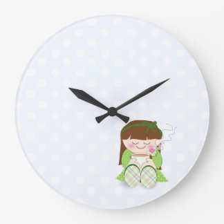 ¡Relájese! Chica lindo de Kawaii que se relaja con Reloj