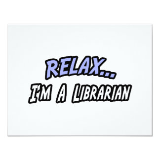 "Relájese, yo son un bibliotecario invitación 4.25"" x 5.5"""
