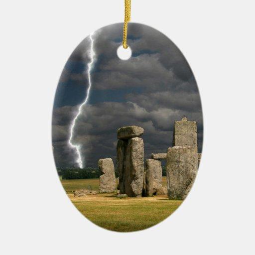 Relámpago de Stonehenge Adorno Navideño Ovalado De Cerámica