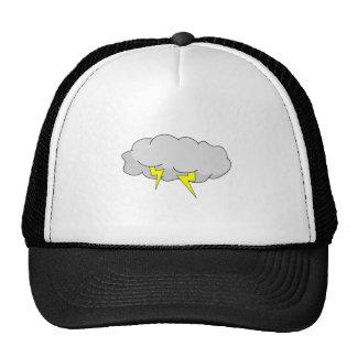 Relámpago en nubes de la tempestad de truenos gorro
