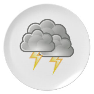 Relámpago en tempestad de truenos plato de cena