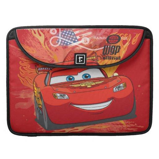 Relámpago McQueen - campeón de la taza del pistón Fundas Macbook Pro