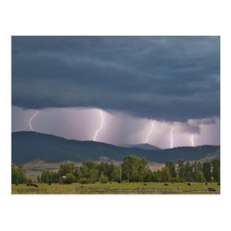 Relámpago producido tempestad de truenos en el Joc Postales