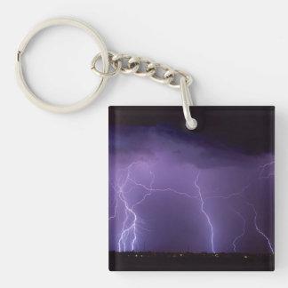 Relámpago púrpura en una tempestad de truenos del llavero cuadrado acrílico a doble cara