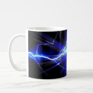 Relámpago que brilla intensamente azul o taza de café