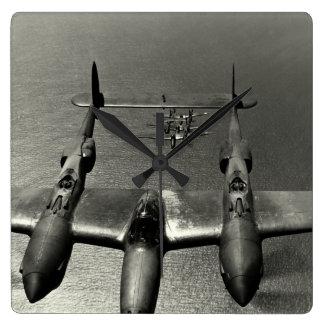 Relámpagos de WWII P-38 Reloj Cuadrado