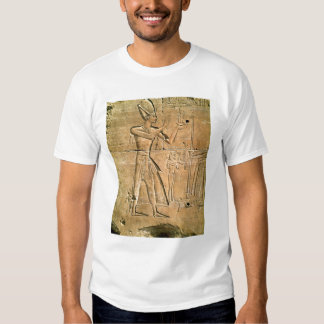 Relief depicting Tuthmosis III  making an Tee Shirt