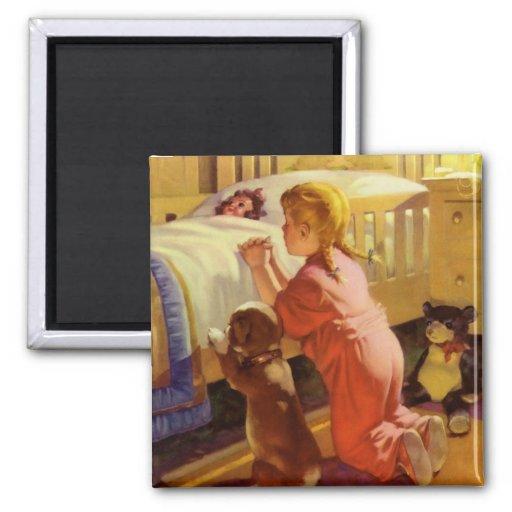 Religión del vintage, chica que ruega con el perro imán cuadrado