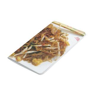 Rellene ผัดไทย la comida tailandesa de la calle