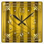 Reloj afiligranado de la raya del oro del oro real
