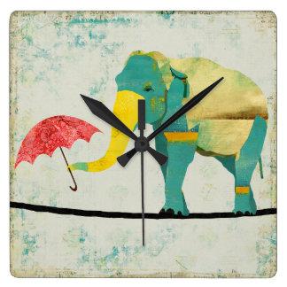 Reloj agraciado de oro del elefante