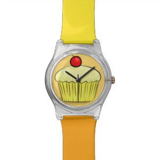Reloj amarillo de la magdalena de la nata del limó