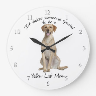 Reloj amarillo de la mamá del laboratorio