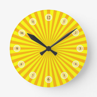 Reloj amarillo del resplandor solar