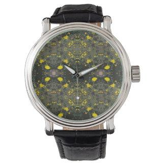 reloj amarillo fresco de las flores