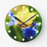 Reloj amarillo y violeta del iris