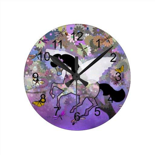 Reloj análogo del unicornio