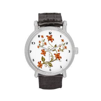 Reloj anaranjado del estampado de flores de