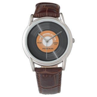 Reloj anaranjado del expediente del vinilo 45 RPM