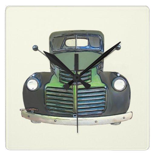 Reloj antiguo de la batería del camión alrededor o